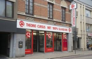 Malafide zaakvoerder rijschool legt 66 gedupeerden in de luren: Nederlander riskeert meer dan drie jaar cel