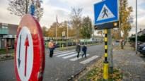 """Buurtbewoners hangen zelf fluohesjes in schoolomgeving om veiligheid te verhogen: """"Constant hoge snelheden op smileybord"""""""