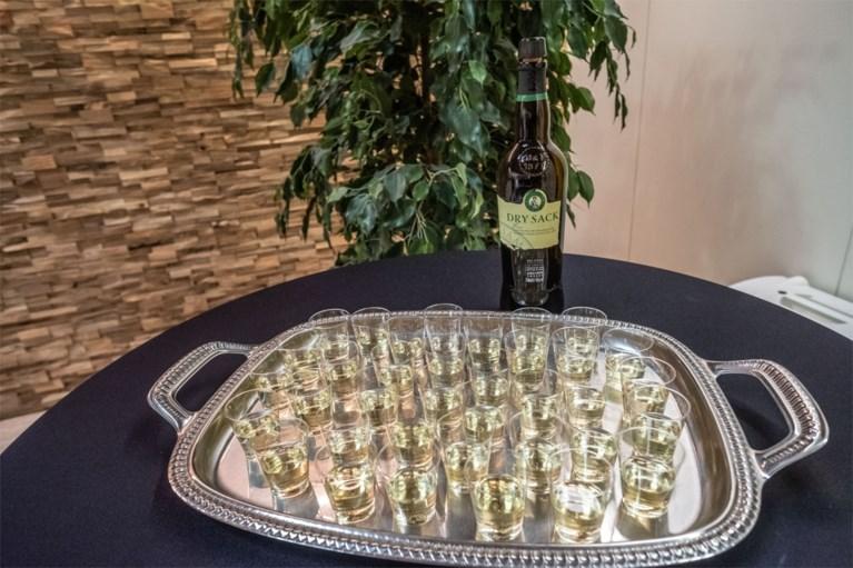 Afscheid van actrice Paula Sleyp in Wilrijk met een glaasje sherry