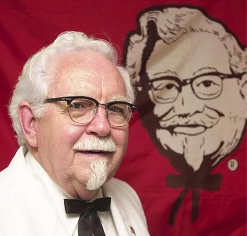 Het verhaal van Harland Sanders, de man achter KFC: boerenzoon werd kiekenkeizer