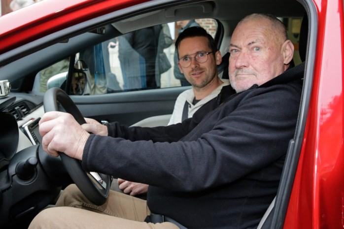 """Met ervaren chauffeurs Eddy (66) en Guido (71) op rijles: """"Denk nooit dat je perfect bent!"""""""