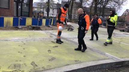 """Voetstappen en fietssporen op net gegoten beton: """"Hier is mijn verstand te klein voor"""""""