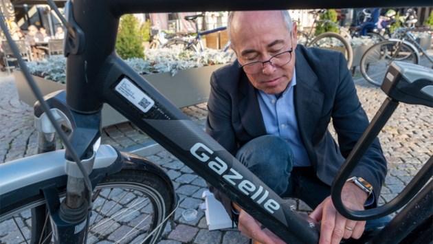 """Politieofficier op rust lanceert databank tegen fietsdiefstal: """"QR-code kan je zonder schade niet verwijderen"""""""