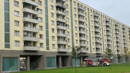 Brandweer rukt uit naar flatgebouw voor brand op terras