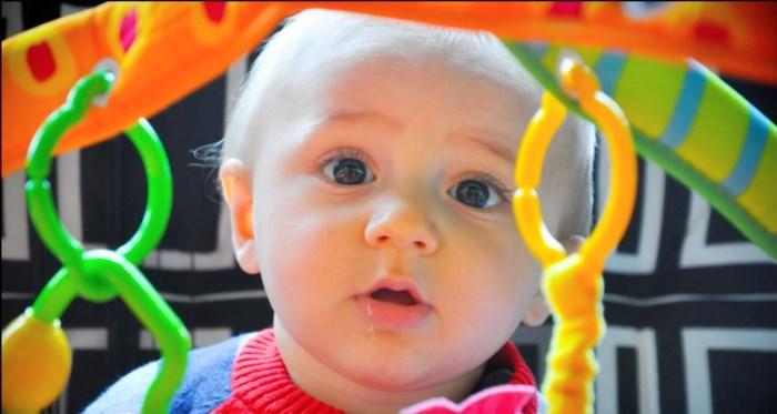 Baby Siebe stierf nadat oma met hem van de trap was gevallen: het verhaal van een gebroken familie