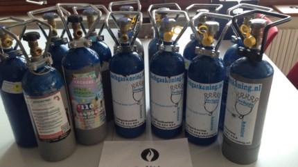 Bestuurder betrapt met zeven flessen lachgas