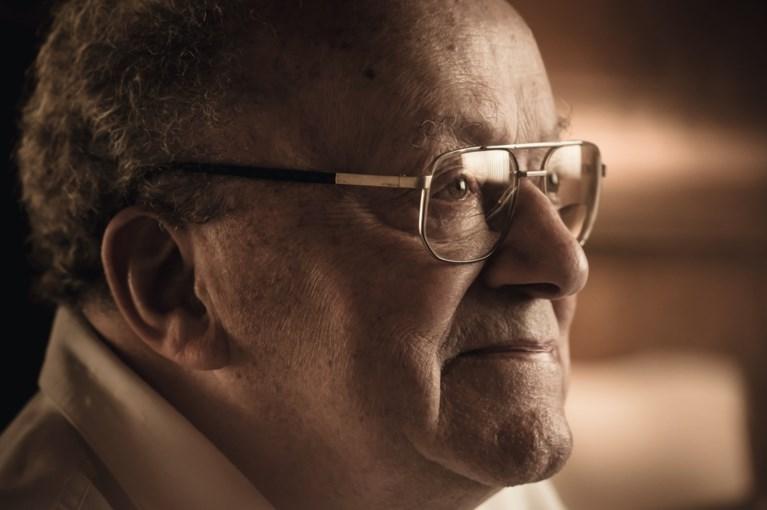 Oud-journalist Gaston Durnez overleden: Itegem zette veelschrijver in 2016 nog in de bloemetjes