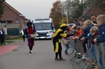 Sinterklaas arriveert met motorhome in Pulderbos