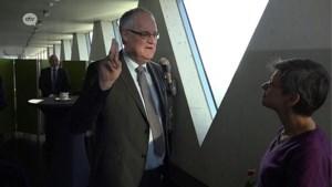 Waarnemend burgemeester Brasschaat legt de eed af