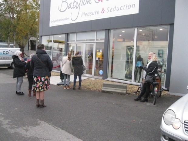 """Vooral dames en koppels  op openingsdag erotische shop Babylon: """"Misschien vind ik wel iets voor onder de boom"""""""