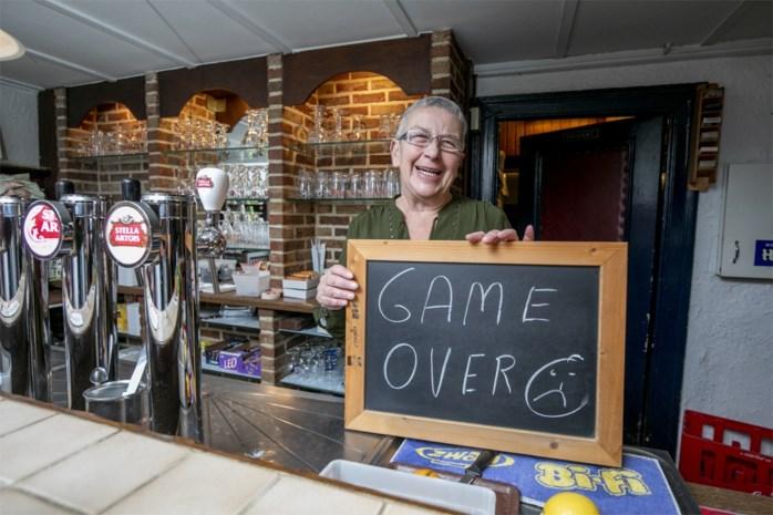 """Café Rozenland sluit definitief de deuren na anderhalve eeuw: """"Francine was als een moeder voor ons"""""""