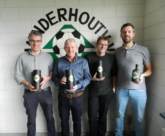 Voetbalclub viert vijftigste verjaardag met eigen gin Royal Green