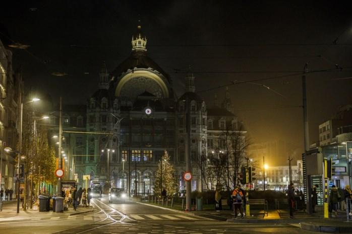 Koningin Astridplein al maanden gehuld in duisternis: stad stelt lichtontwerper aan