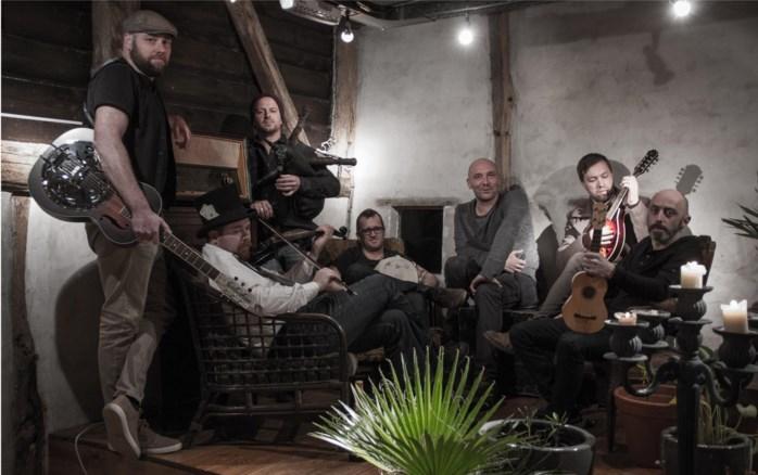 Folkband Circo Maximo brengt eerste album 'Bataklank' uit in De Living