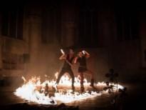 Vuurmeesters brengen spektakel op Arenaplein tijdens Deurne Wintert