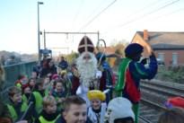 Sint komt aan met de trein