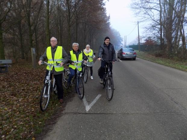 """Oplossing gezocht voor veilige weg naar De Hoge Rielen en sportvelden: """"Er is geen fiets- en voetpad en weg is slecht verlicht"""""""