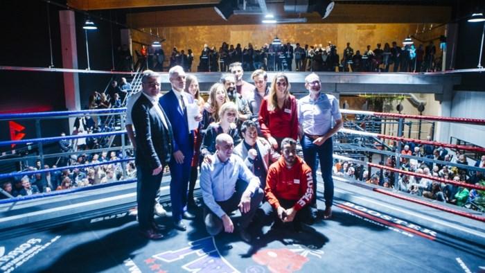"""Minister Weyts in boksring met Daniëlla Somers tijdens opening MovePassion: """"Niet zomaar het zoveelste fitnesscentrum"""""""