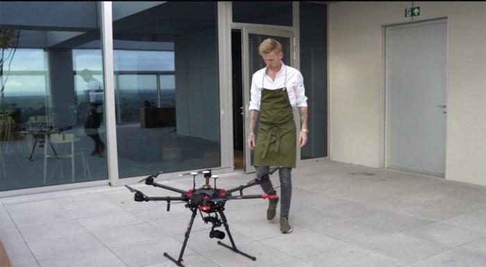 Lokale kaviaar vliegt Hert binnen met de hulp van drone