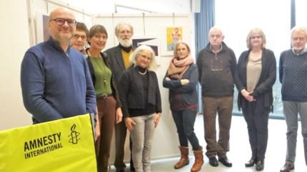 Amnesty International Schilde opent cartoontentoonstelling in gemeentehuis