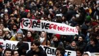 Valt Frankrijk opnieuw weken stil? Fransen massaal op straat voor pensioenen, Macron trekt zich er weinig van aan