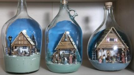 Leo Buytaert uit Meerhout bouwt de kleinste kerststallen… in flessen