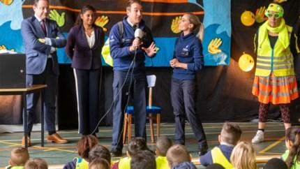 Het kon niet op voor deze school: acteurs Buurtpolitie, De Wever én Beels op bezoek
