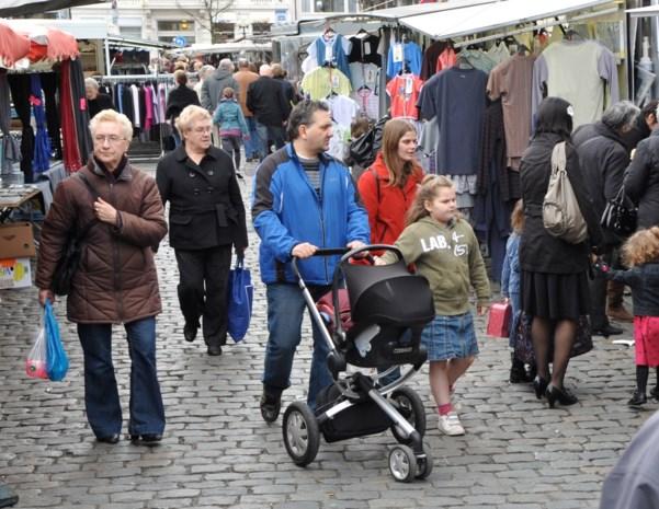 """Stad herschikt wekelijkse zaterdagmarkt: """"Als het regent, zie je veel lege gaten"""""""