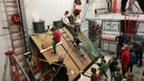 Kinderen van basisschool De Wegwijzer leren klimmen als echte Zwarte Pieten
