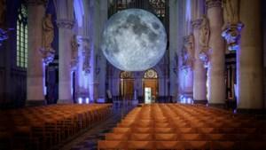 """Maan komt thuis in Sint-Romboutskathedraal: """"Hopelijk slaan Mechelaars geen alarm"""""""