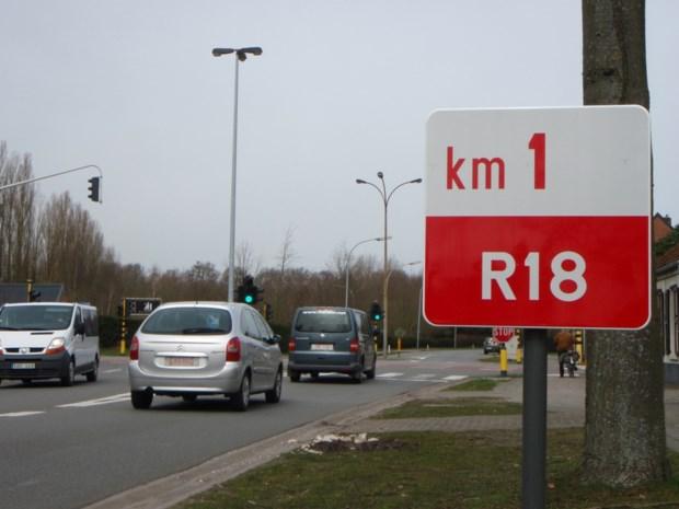 Drukke ringweg R18 volledig afgesloten: verkeer moet dwars door dorpscentrum