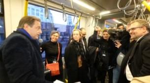 Antwerps stadsbestuur en Vlaams minister rijden eerste tram op Noorderlijn in
