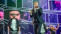RECENSIE. Bart Peeters en cast 'Safety First' flankeren Niels Destadsbader in Sportpaleis