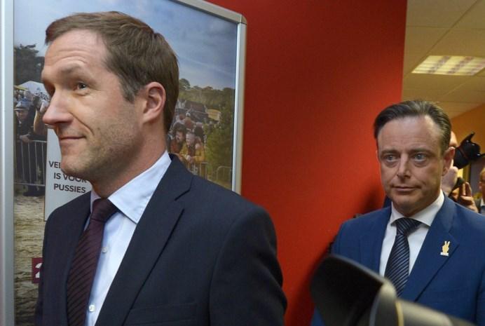 Bart De Wever (N-VA) krijgt informateur Paul Magnette (PS) over de vloer voor overleg