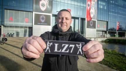 """Bedenker van 'LZ7'-sticker Lamkel Zé in de wolken met alle aandacht: """"Ik ben nu bezig met een 'trommels buiten op de Bosuil'-sticker"""""""