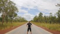 """'Iedereen Beroemd'-fietser laat Australische outback achter zich: """"Hoe zuidelijker ik fietste, hoe vriendelijker de mensen"""""""