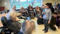 Leerlingen testen hun moppen uit in woonzorgcentrum