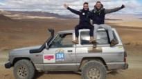 """Sean en Dieter finishen als beginnelingen in loodzware Maroc Challenge met oldtimer: """"Van duin afgegleden in woestijn"""""""
