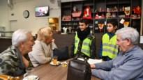 Leerlingen Het Baronneke verkopen moppen voor zieke juf Lies, maar testen ze eerst uit in woonzorgcentrum