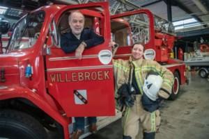 """Emiel Jacops geeft brandweervaandel na 25 jaar door aan Wendy de Bondt: """"Ik heb hem altijd met fierheid gedragen"""""""