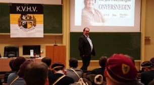 """Klachten tegen """"seksistische"""" lezing Hoeyberghs, KVHV verdedigt zich: """"Aan taboes doen wij niet"""""""