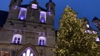12.000 lichtjes verlichten 13 meter hoge kerstboom