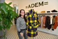 """Claire ontwerpt en verkoopt kledij voor hooggevoelige mensen: """"Gebruik stofjes die zo weinig mogelijk prikkels opwekken"""""""