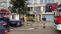 Hevige brand in living van appartement: geen gewonden