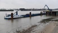 """Eerste 'betonschip' meert aan op Linkeroever: """"Zo kan het in vijf uur in plaats van vijf dagen"""""""