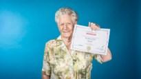 """105-jarige Godelieve springt voor 'Vandaag over een jaar' uit een vliegtuig: """"En nu kan ik echt met pensioen"""""""