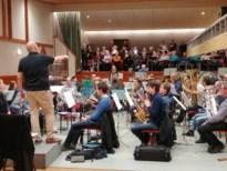 Koor en Harmonieorkest samen op het podium