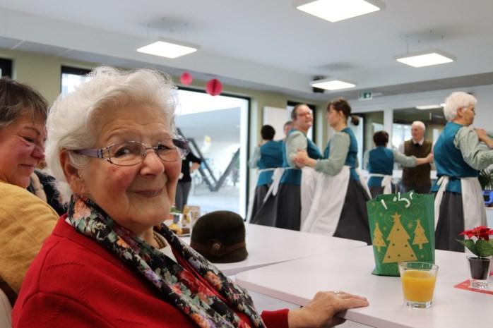 """Hilde Maes (89) ziet hartenwens in vervulling gaan dankzij volksdansers: """"Alle herinneringen komen weer naar boven"""""""