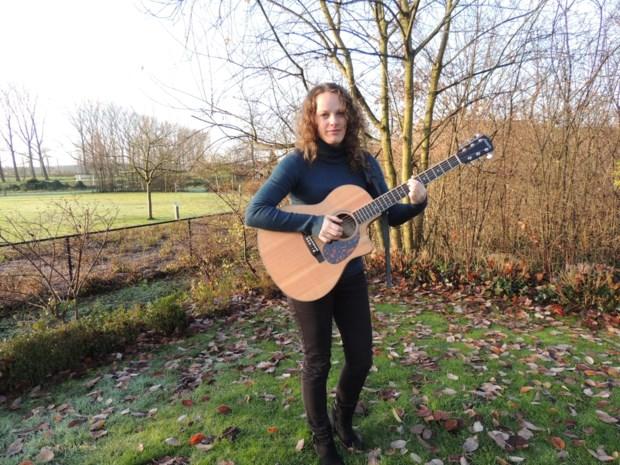 Singer-songwriter Yent'l (30) overwon schildklierkanker en volgt nu haar droom om EP op te nemen in Verenigd Koninkrijk