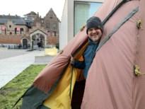 """Eerste schepen Mechelen kampeert drie dagen in tuin stadsmuseum: """"Ik ga mijn oor te luister leggen"""""""